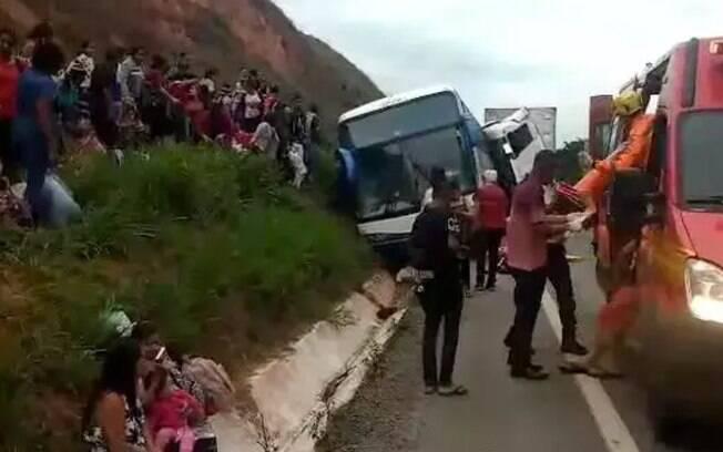 Mulheres saem de ônibus sem gasolina e são esmagadas por ele em batida