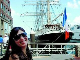 Aprendizado. Emanuelle Pereira da Costa vai para Inglaterra aprimorar seu inglês e passear também