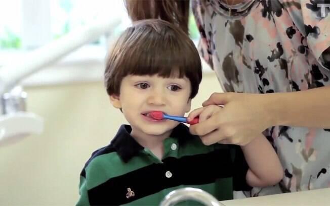 Veja quais são os cuidados que são necessários para ter com os dentes de leite das crianças