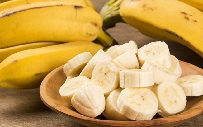 Banana emagrece? Saiba como a fruta pode te ajudar a perder peso