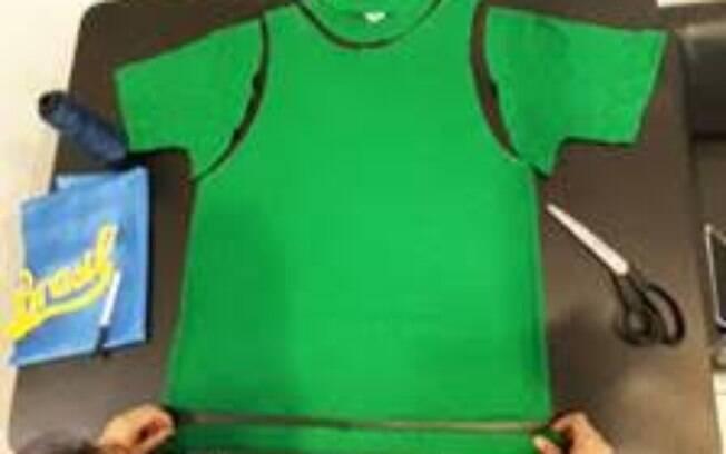 Aprenda a fazer uma camisa do Brasil customizada para seu cão
