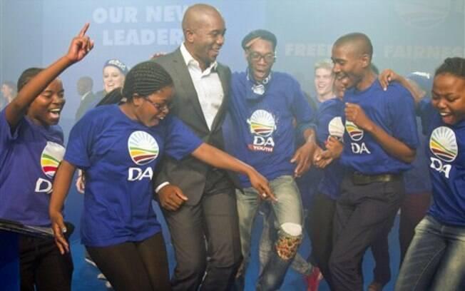 Mmusi Maimane, de 34 anos, é aposta da oposição sul-africana para avançar e romper com o passado de segregação racial da legenda, origem de seu partido