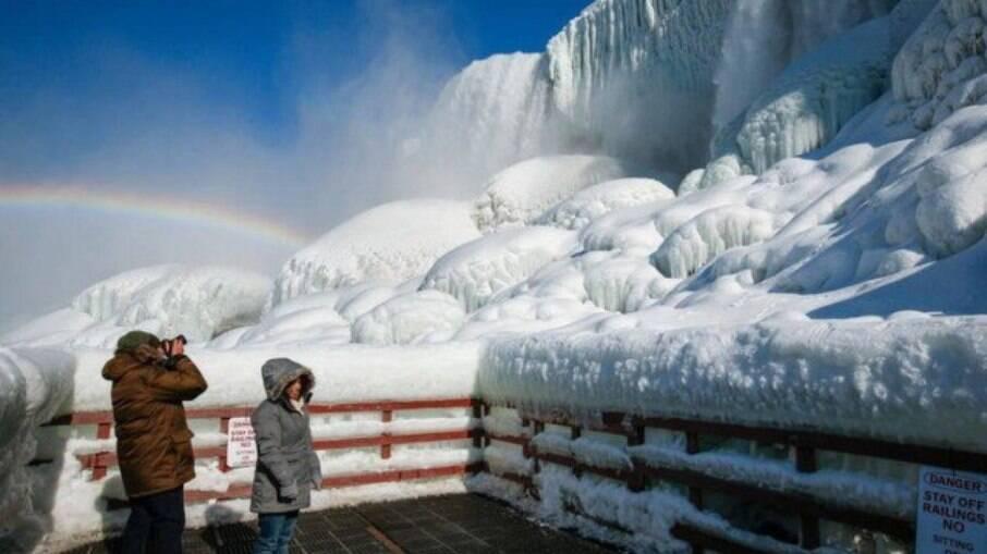 Cataratas do Niágara congelam após forte frente fria