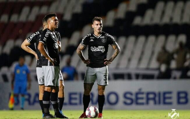 Erros individuais e problemas técnicos do VAR pesam e Vasco tropeça em São Januário na Série B