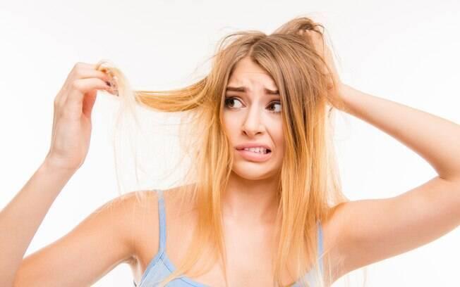O ressecamento e a falta de brilho são problemas comuns no verão, mas dá para reverter sabendo como cuidar do cabelo