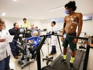 Dante passa por exames clínicos na Granja Comary