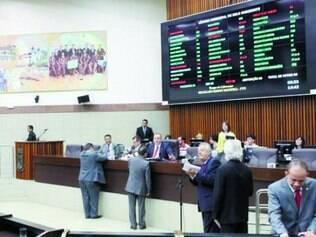Câmara votou os dois últimos vetos do prefeito na sessão de ontem