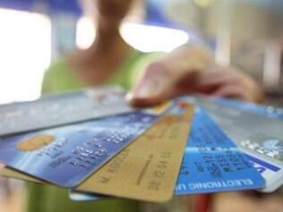 Movimento de bancarização tem começado por cartões de crédito