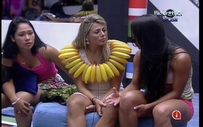 Kelly pede desculpas a amiga Fabiana