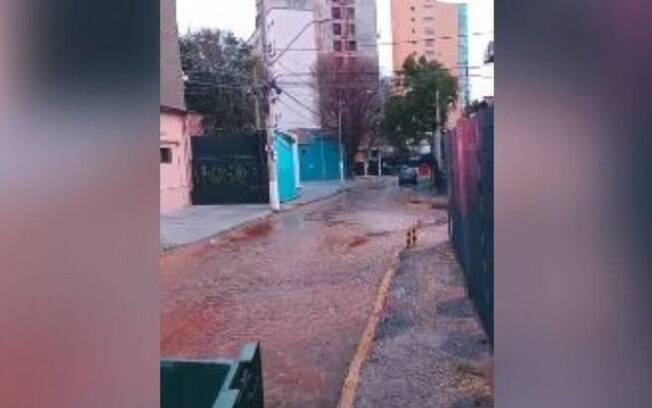 Vídeo: rede de água se rompe no Cambuí e afeta serviço em bairros de Campinas