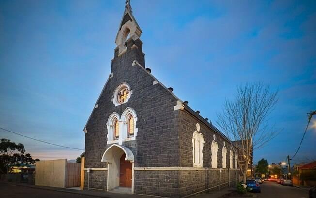 A igreja em questão fica em Melbourne, na Austrália, e foi comprada pela arquiteta em 2012