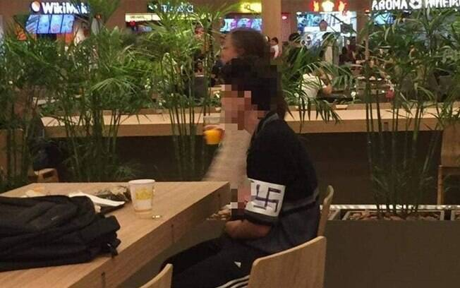 Jovem usa suástica em Curitiba. Prática é considerada apologia ao nazismo