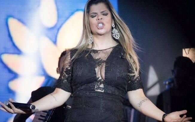 Paula Mattos compõe desde os 15 anos e resolveu unir esse dom com o da cantoria; Agora os holofotes também estão sobre sua voz
