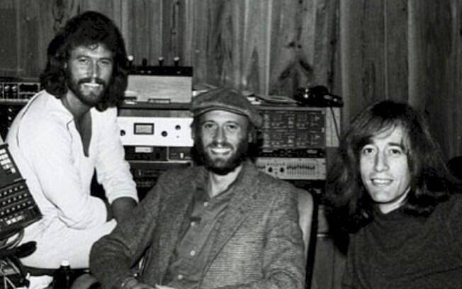 "Bee Gees: assista ao lyric video do clássico ""More Than Woman"""