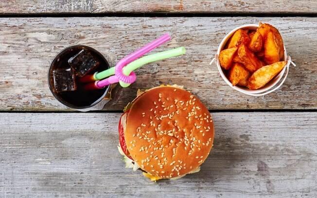 Alimentos processados, repletos de açúcar e sal, são condenados por especialistas