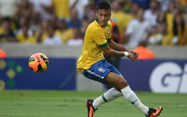 Neymar em ação no amistoso entre Brasil e  Inglaterra