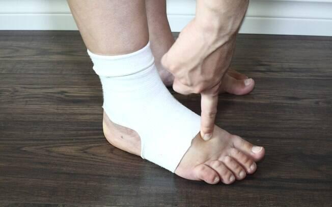 Pernas e pés inchados são causados principalmente pela má circulação do sangue