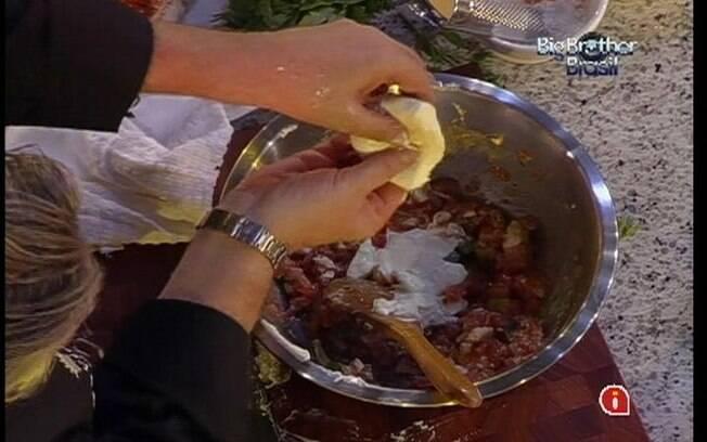 Chef Roberto Ravióli prepara bruschetta para brothers