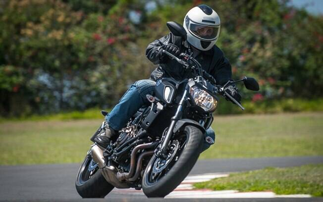 A Yamaha MT-07 original já é bastante divertida na pista