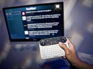 Aparelho da Sony com Google TV. Até o momento, apenas a empresa japonesa produz TVs com o sistema.
