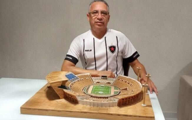 Torcedor faz miniatura do estádio Almeidão com fósforos