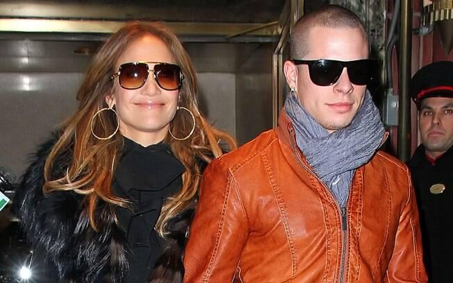 18 ANOS: Jennifer Lopez (43 anos) e Casper Smart (25 anos). Photo Rio News