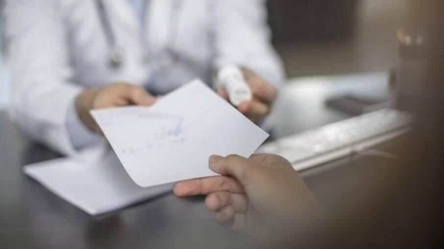 Vacina da Covid-19: Laudos falsos de comorbidades são vendidos ilegalmente