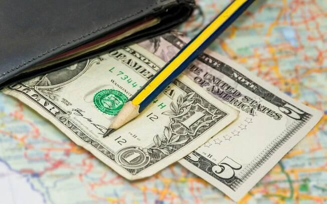 Economizar para viajar é uma forma de não depender da cotação do dólar