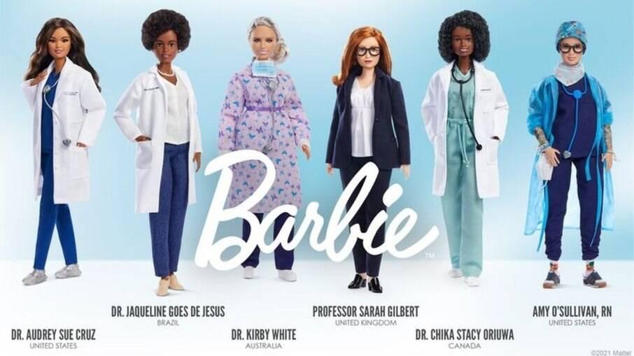 Mattel faz boneca em homenagem a Jaqueline Góes de Jesus (segunda da esquerda para direita)