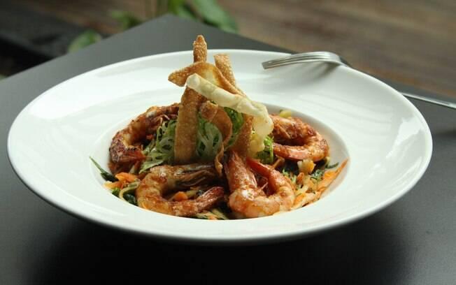 Foto da receita Salada de camarão pronta.