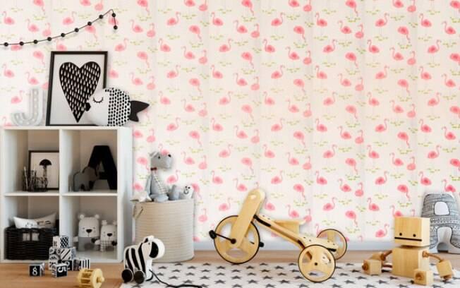 Quarto de criança decorado com papel de parede