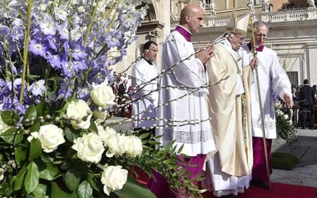Papa Francisco lembrou daqueles que não podem se defender dos conflitos pelo mundo durante a celebração da Páscoa