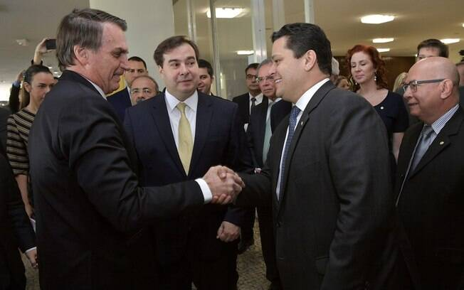 Jair Bolsonaro e Davi Alcolumbre discutiram sucessão no Senado após STF barrar reeleição.
