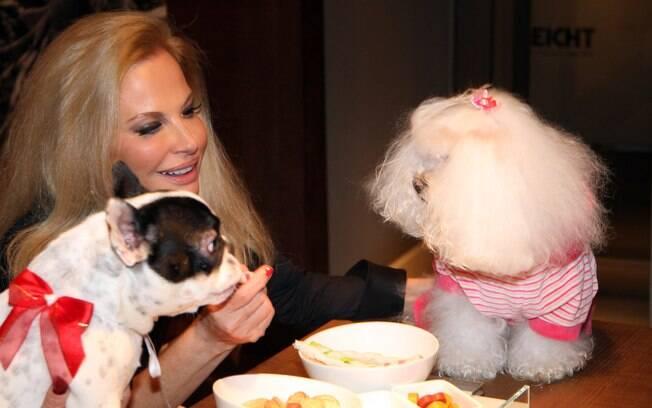 Brunete Fraccaroli com Sissi e uma amiguinha