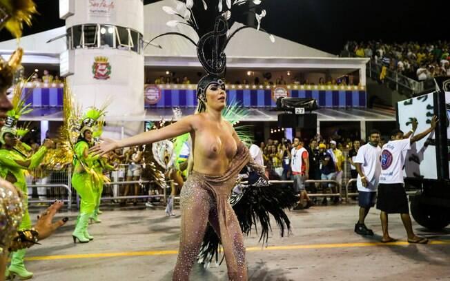 Ju Isen foi expulsa do desfile da Unidos do Peruche por tirar a fantasia na avenida
