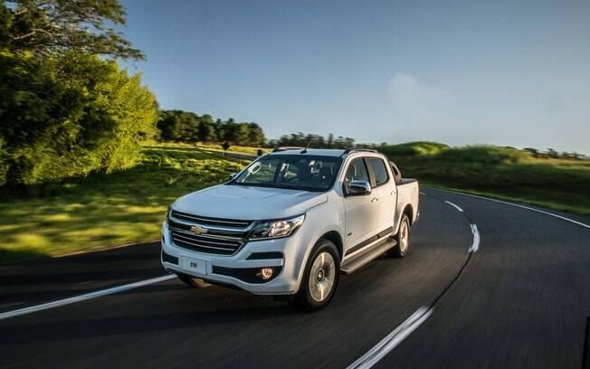 Chevrolet S10 2018 Flex automática continua com visual elegante, com modernos faróis com filetes de LED