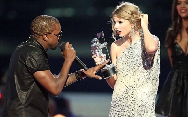 Kanye West e Taylor Swift tiveram o primeiro problema quando o rapper interrompeu um discurso da cantora em 2009