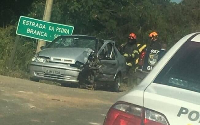 Batida entre carro e ônibus deixa vítima grave na rod. Lix da Cunha, em Campinas