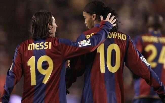 Ronaldinho Gaúcho e Messi formaram parceria no Barcelona entre 2004 e 2008