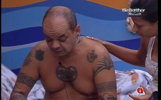 Kelly conforta João Carvalho e fala para ele não desistir