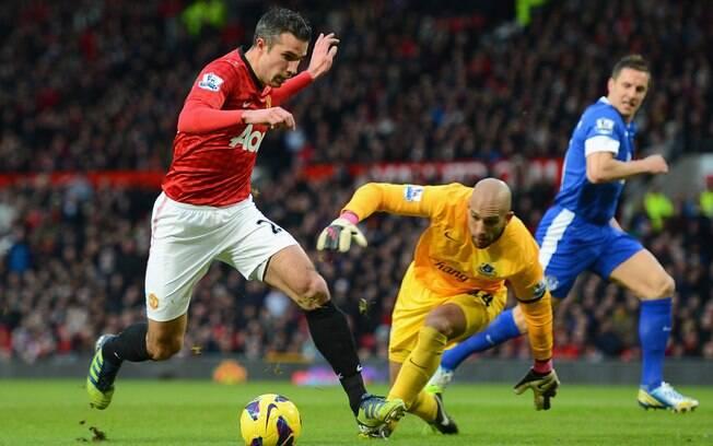 Na rodada seguinte, diferença subiu para 12  pontos. United bateu o Everton por 2 a 0 e contou  com derrota do City