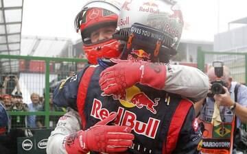 Tri de Vettel coloca alemães no topo da F1