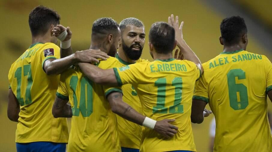 Seleção Brasileira enfrenta a Colômbia neste domingo