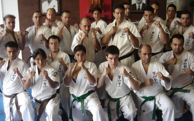 Lutadores da Seiwakai, organização de caratê