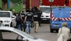 Padre é morto em tomada de reféns em igreja na França