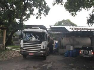 Parte do telhado da fábrica de sabão foi danificada