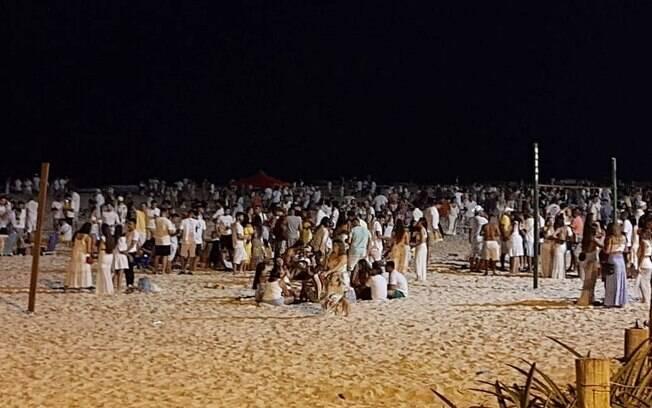 Aglomeração na Praia do Pepê, na Barra