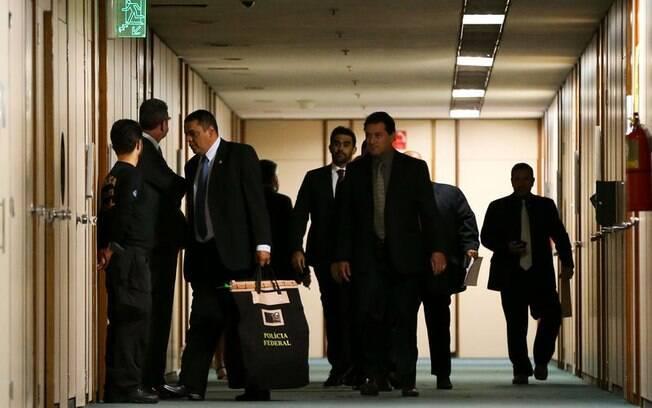 Autorizada pelo STF, PF cumpriu mandado de busca e apreensão no gabinete do deputado Ezequiel Fonseca, na Câmara