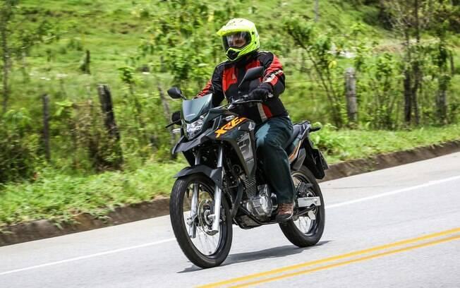 A Honda XRE 300 Adventure agora tem a cor verde fosco, o que deu um aspecto diferenciado à moto