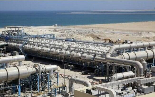 A usina que será a maior do mundo, na Arábia Saudita, poderia produzir 1 bilhão de litros por dia